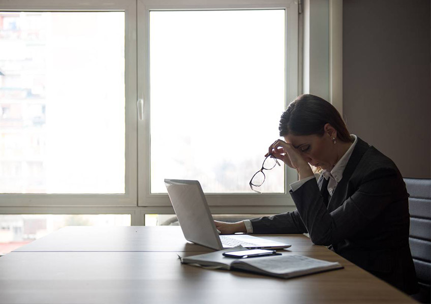 Estudo indica que rispidez entre mulheres no ambiente de trabalho afeta negócios